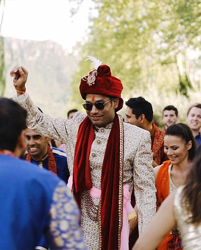 marié indien pendant le baraat