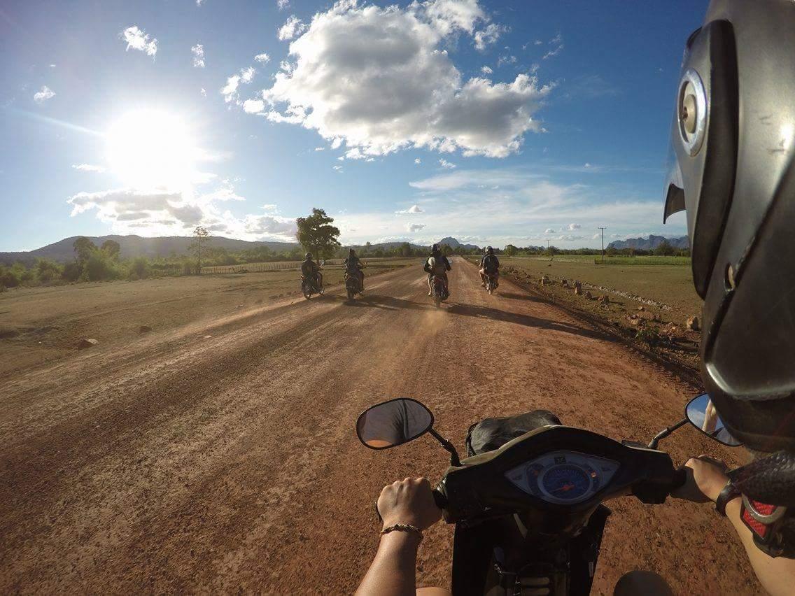 scooters sur la thakek loop au Laos